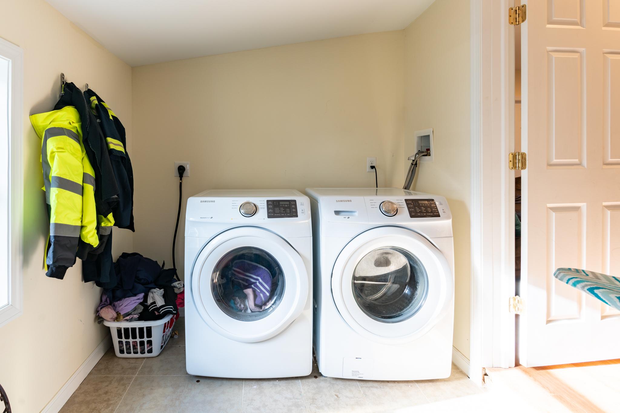 84 Mill Plain Ave Waterbury CT Laundry