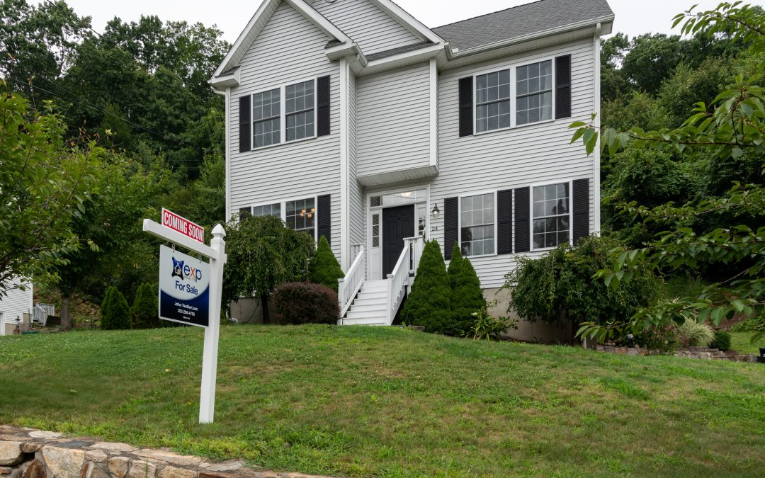 Spectacular Seymour Colonial Built in 2007 For Sale!